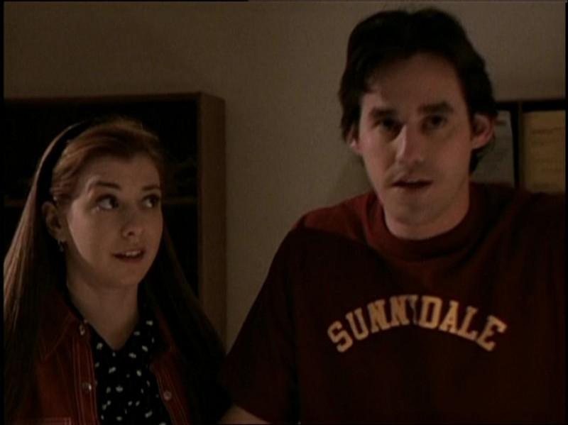 Nicholas Brendon e Alyson Hannigan in una scena di Buffy - L'ammazzavampiri, episodio Incubi