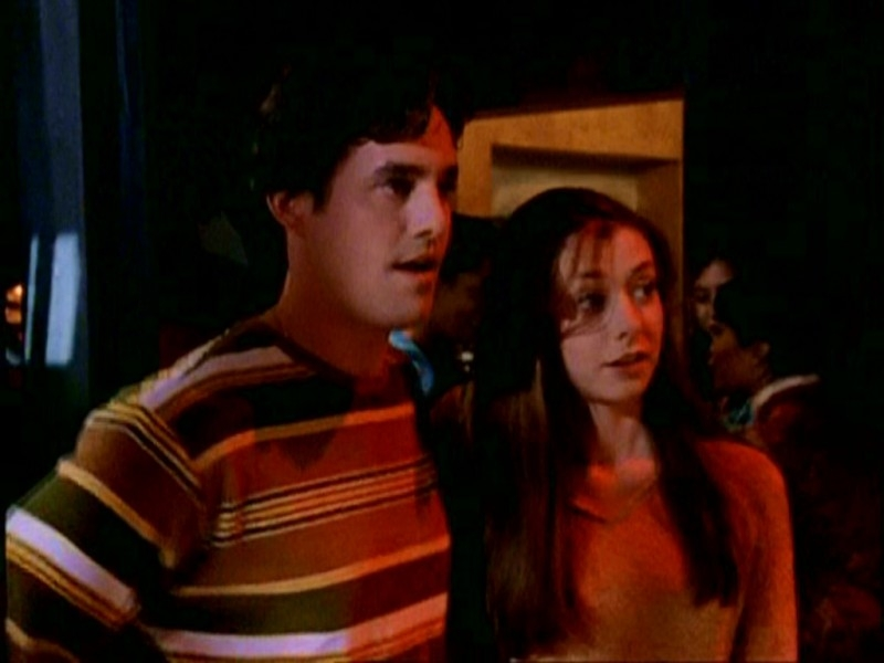 Nicholas Brendon e Alyson Hannigan  in una scena di Buffy - L'ammazzavampiri, episodio La mantide