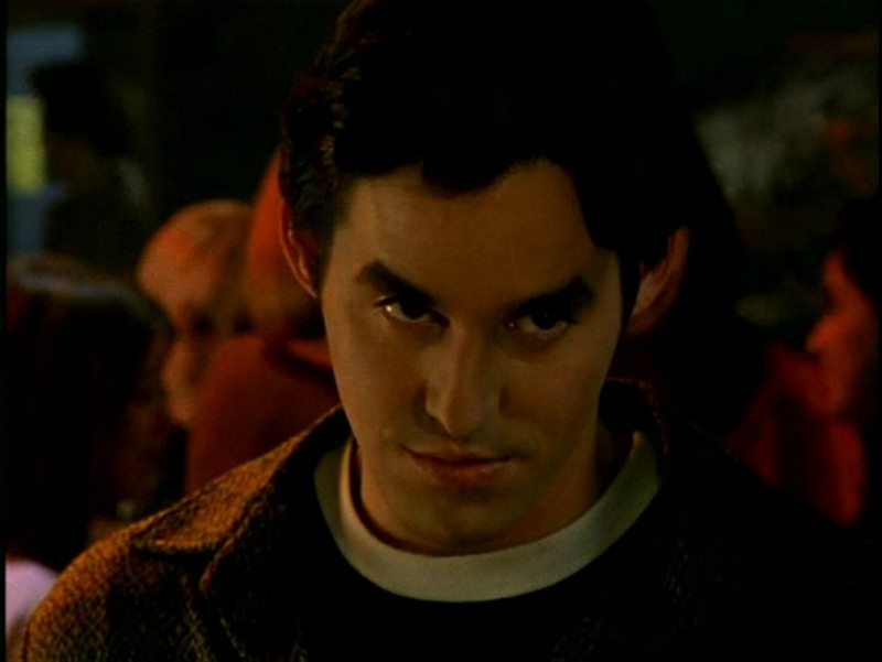Nicholas Brendon in una sequenza di Buffy - L'ammazzavampiri, episodio Il branco