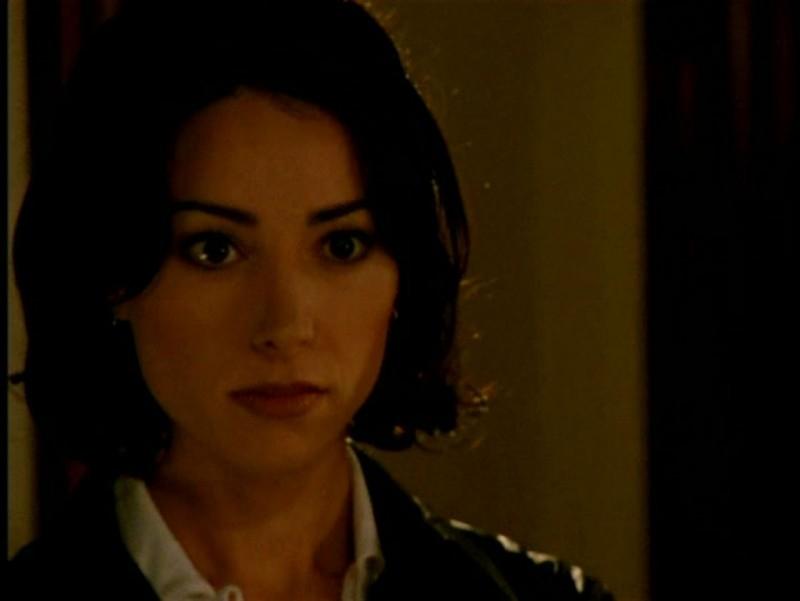 Robia LaMorte in una scena di Buffy - L'ammazzavampiri, episodio Il male nella rete