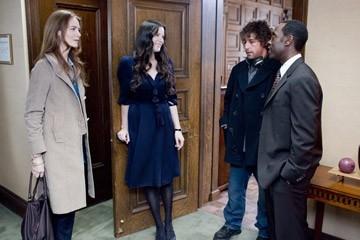 Saffron Burrows, Liv Tyler, Adam Sandler e Don Cheadle in una scena del film Reign Over Me