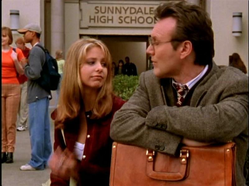 Sarah Michelle Gellar e Anthony Head in una scena di Buffy - L'ammazzavampiri, episodio Lontano dagli occhi, lontano dal cuore
