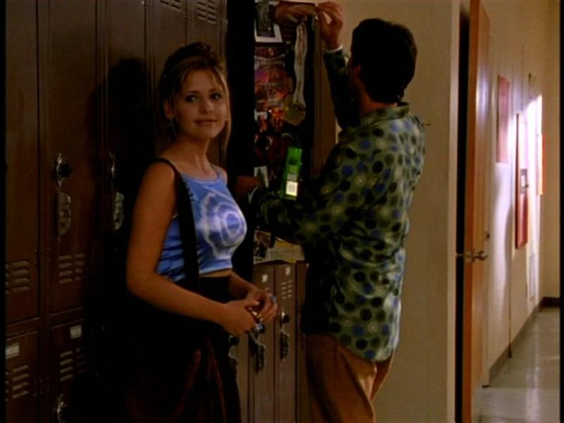 Sarah Michelle Gellar e Nicholas Brendon in una scena di Buffy - L'ammazzavampiri, episodio Il primo appuntamento