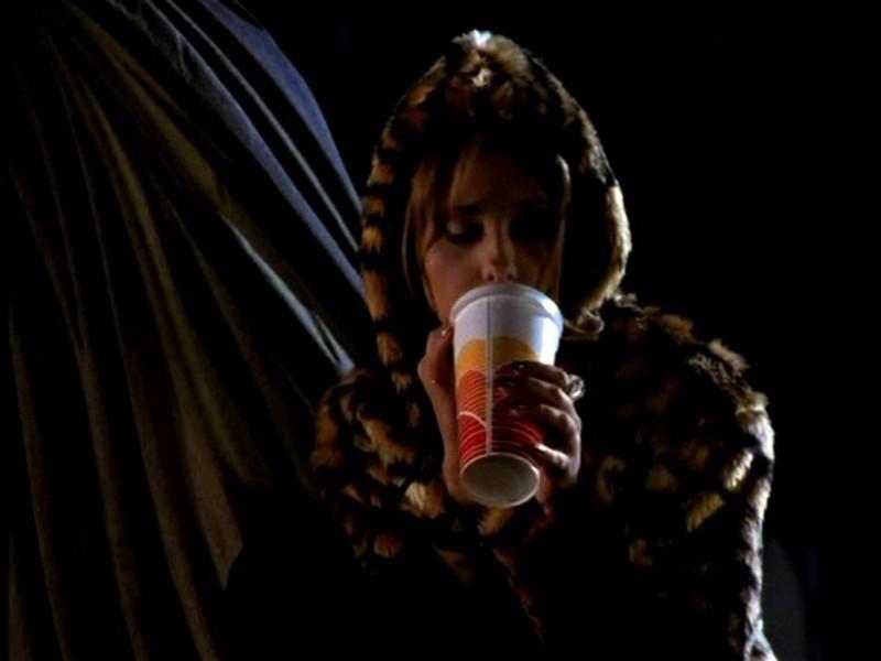 Sarah Michelle Gellar in una scena di Buffy - L'ammazzavampiri, ep. Il primo appuntamento