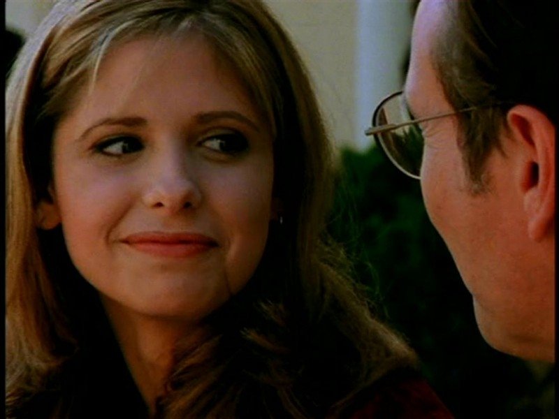 Sarah Michelle Gellar in una sequenza di Buffy - L'ammazzavampiri, episodio Il primo appuntamento