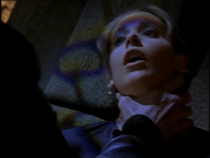 Sarah Michelle Gellar in una scena di Buffy - L'ammazzavampiri, nell'episodio Incubi