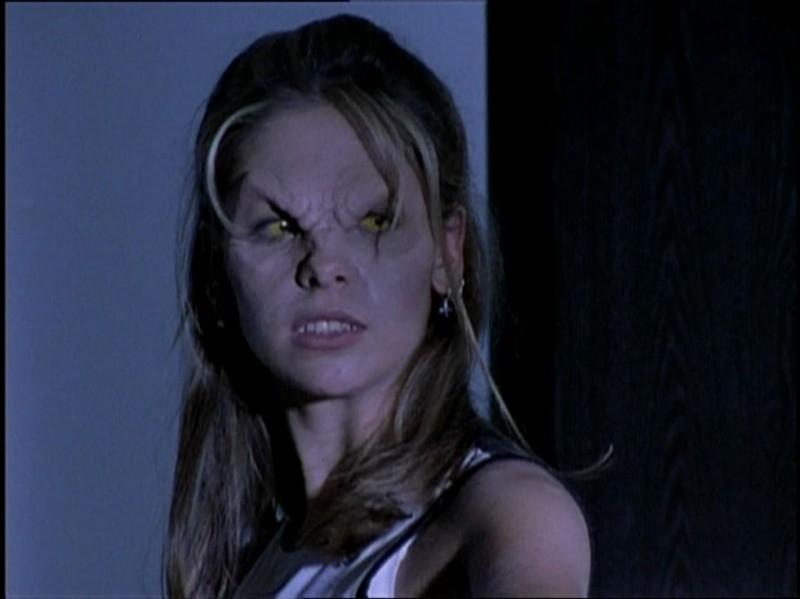 Sarah Michelle Gellar in una scena della serie Buffy - L'ammazzavampiri, episodio Incubi
