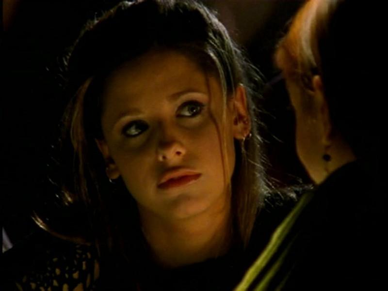 Sarah Michelle Gellar in una scena di Buffy - L'ammazzavampiri, ep. L'angelo custode