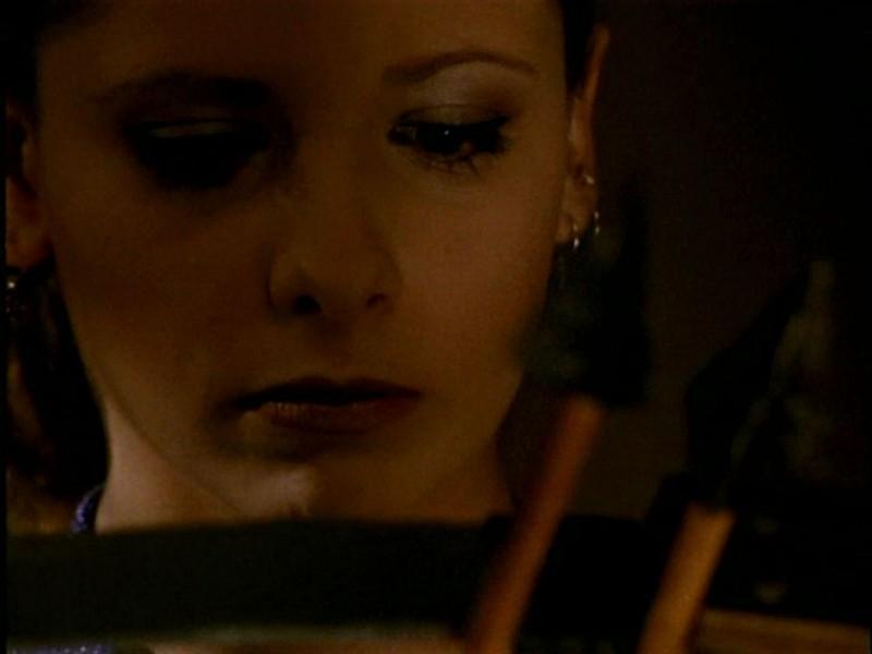 Sarah Michelle Gellar in una scena di Buffy - L'ammazzavampiri, episodio L'angelo custode