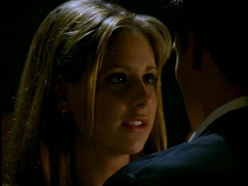Sarah Michelle Gellar in una scena di Buffy - L'ammazzavampiri, episodio L'angelo custode (stag. uno)