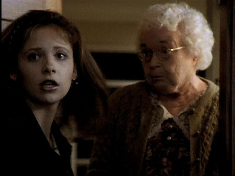 Sarah Michelle Gellar in una scena di Buffy - L'ammazzavampiri, episodio La mantide