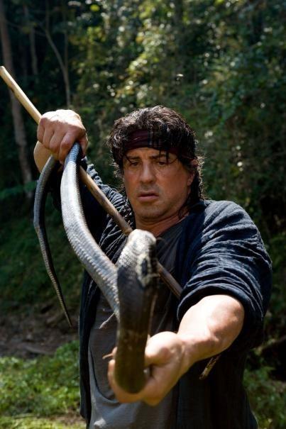 Sylvester Stallone è 'John Rambo' alle prese con un enorme serpente
