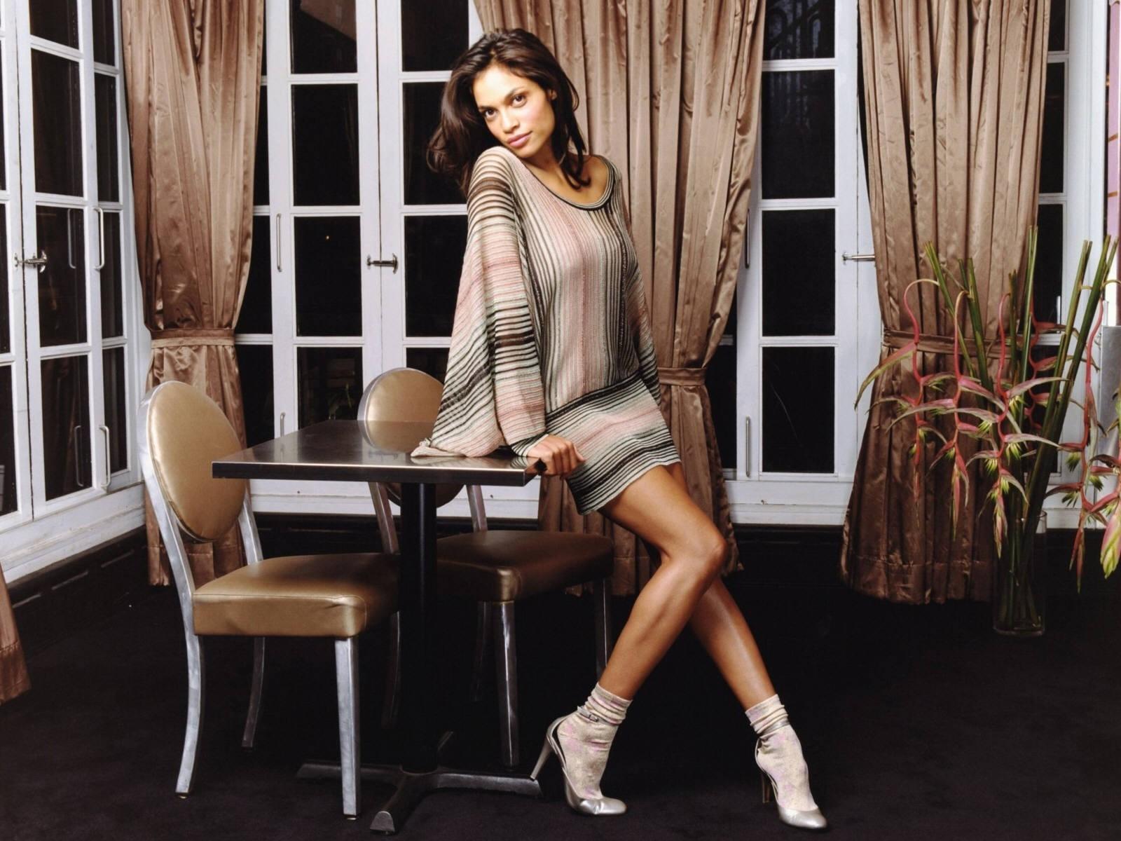 Wallpaper dell'attrice americana Rosario Dawson