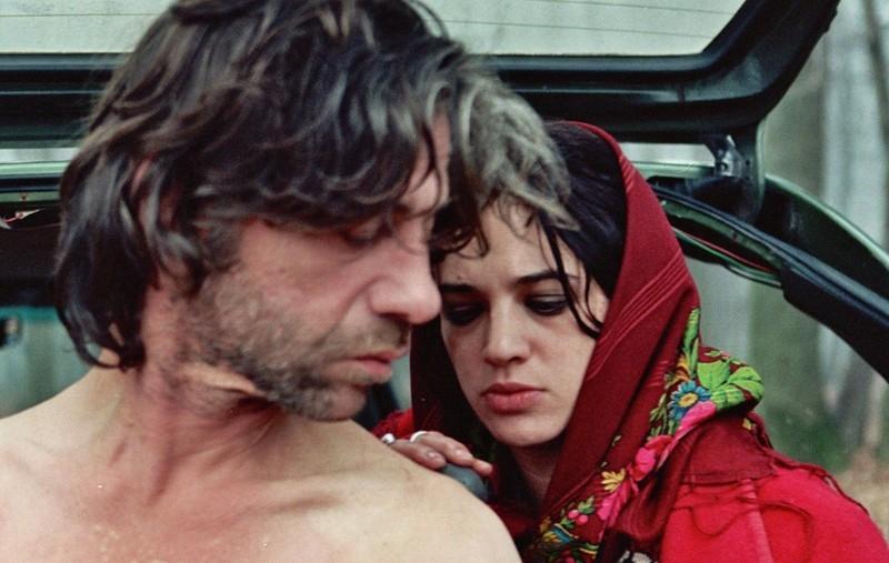 Birol Ünel e Asia Argento  in una scena del film Transylvania