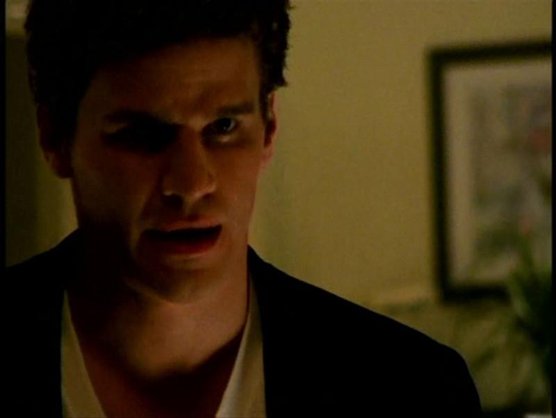 David Boreanaz in una scena di Buffy - L'ammazzavampiri, episodio La profezia