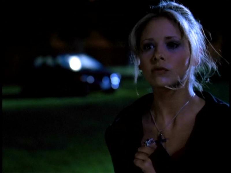 Sarah Michelle Gellar in una scena di Buffy - L'ammazzavampiri, episodio La profezia (Prophecy Girl)
