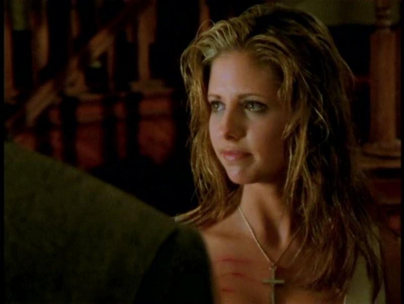 Una bella immagine di Sarah Michelle Gellar in una scena di Buffy - L'ammazzavampiri, episodio La profezia