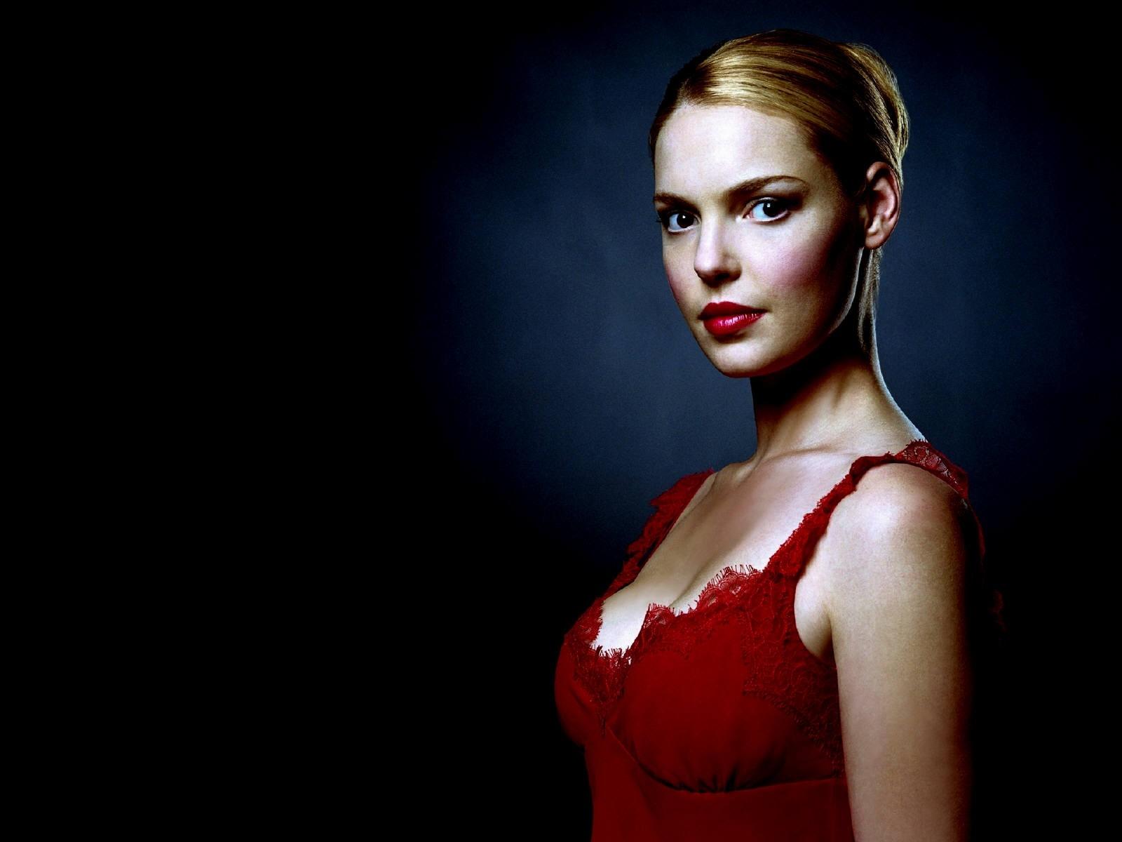Wallpaper di Katherine Heigl in abito rosso fuoco