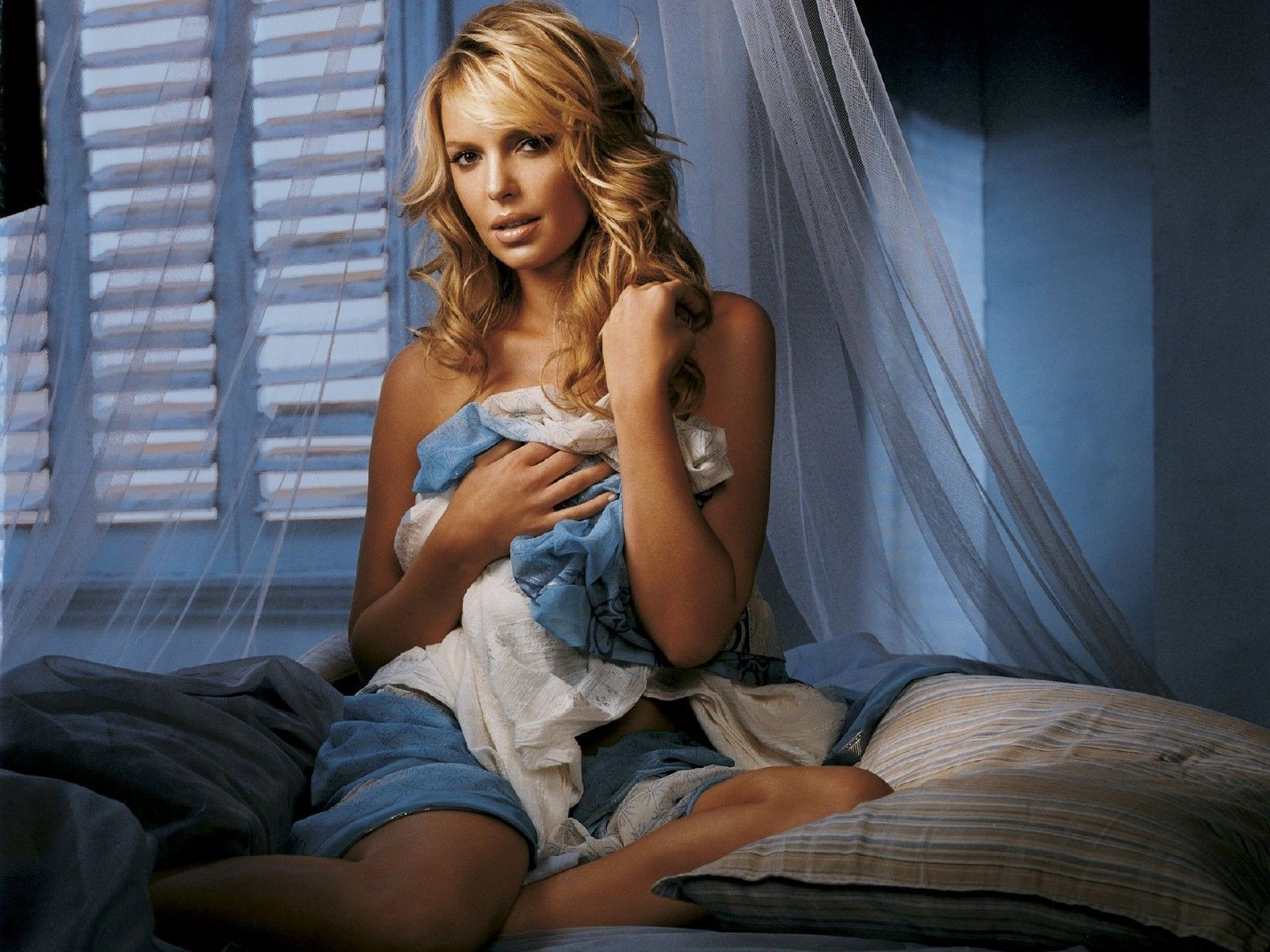 Wallpaper - a letto con Katherine Heigl