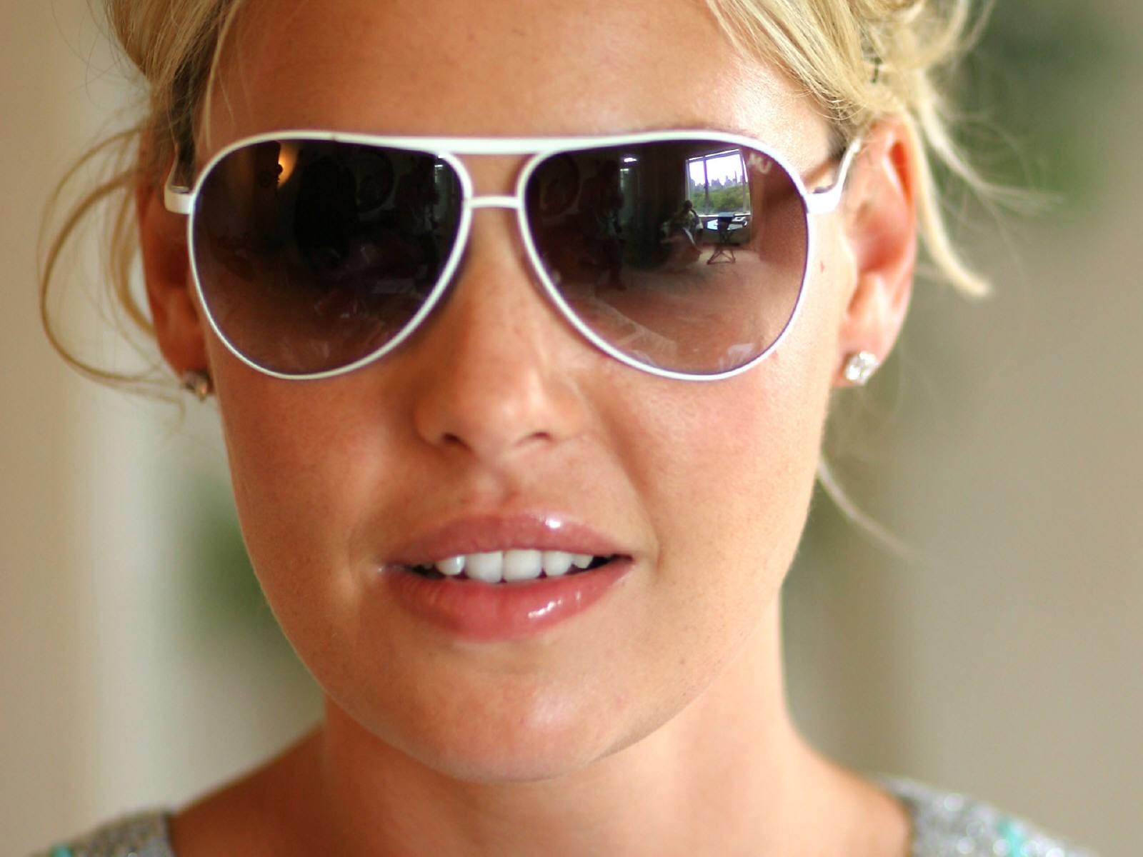 Wallpaper di Katherine Heigl con gli occhiali da sole