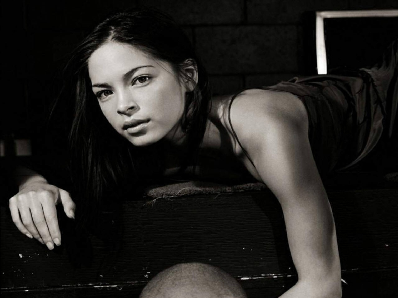 Wallpaper di Kristin Kreuk in b/n