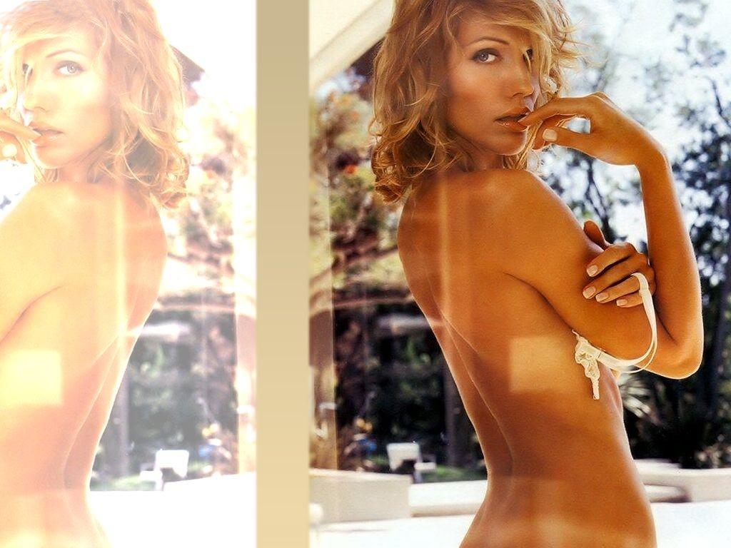 Un wallpaper sexy di Tricia Helfer