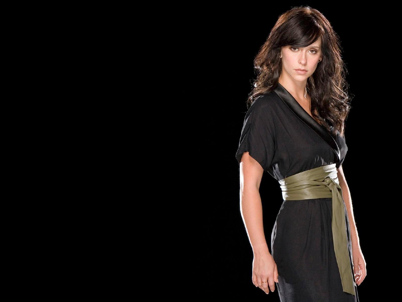 Wallpaper di Jennifer Love Hewitt fasciata in un abito nero