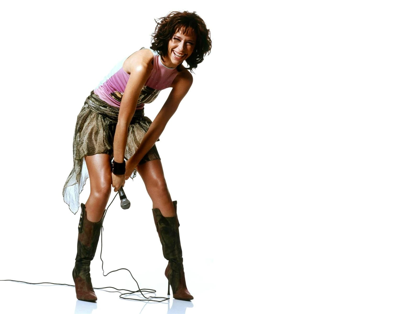 Wallpaper di una grintosa Jennifer Love Hewitt in versione rock