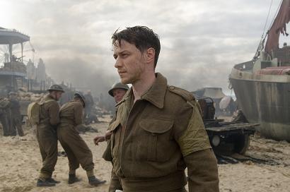James McAvoy in una scena del film Espiazione, del 2007