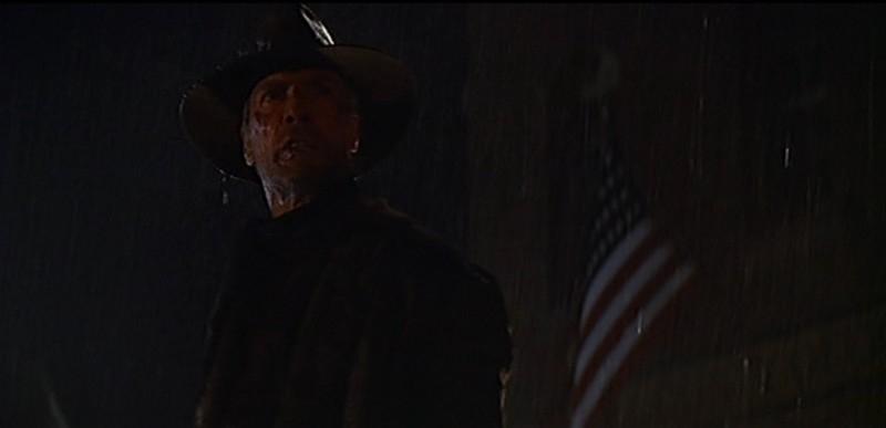 Clint Eastwood in una scena del film GLI SPIETATI