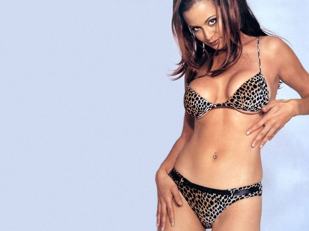 Wallpaper di Catherine Bell in bikini