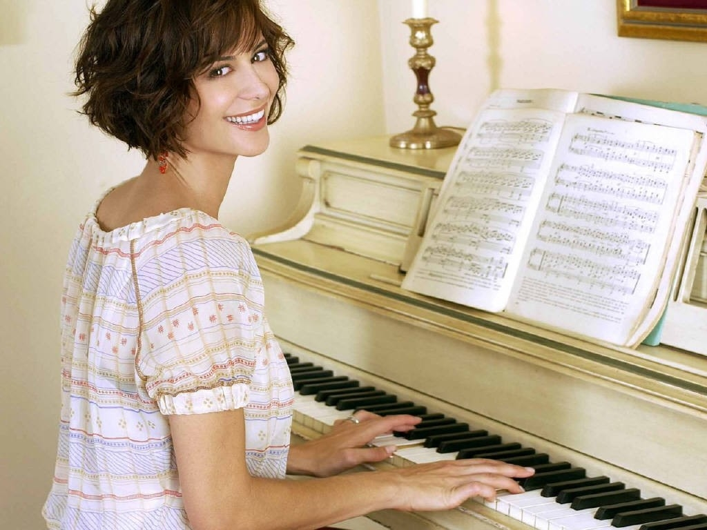 Wallpaper di Catherine Bell al piano