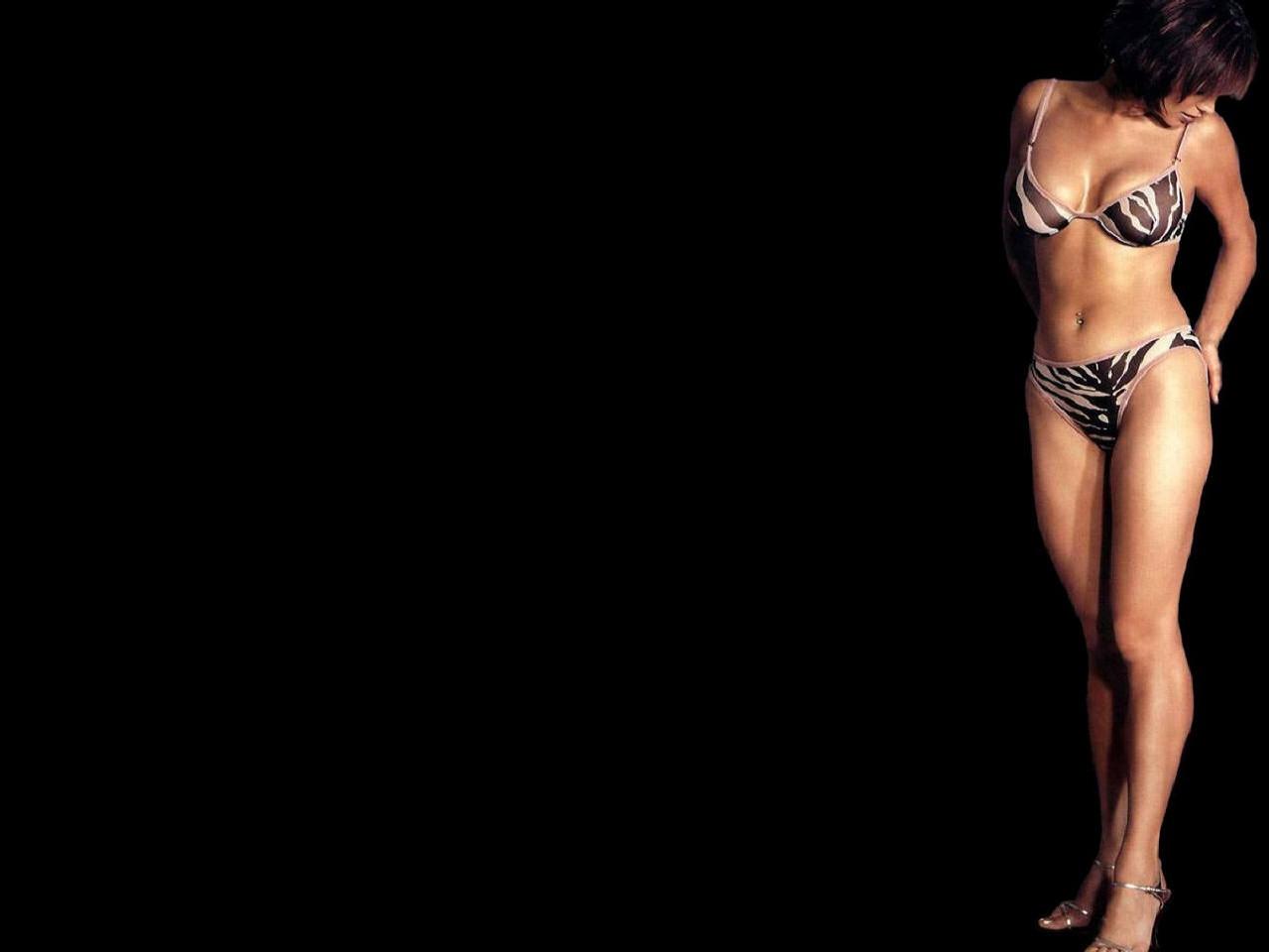 Wallpaper di Catherine Bell - l'attrice inglese è nata il 14 agosto 1968 a Londra, sotto il segno del Leone