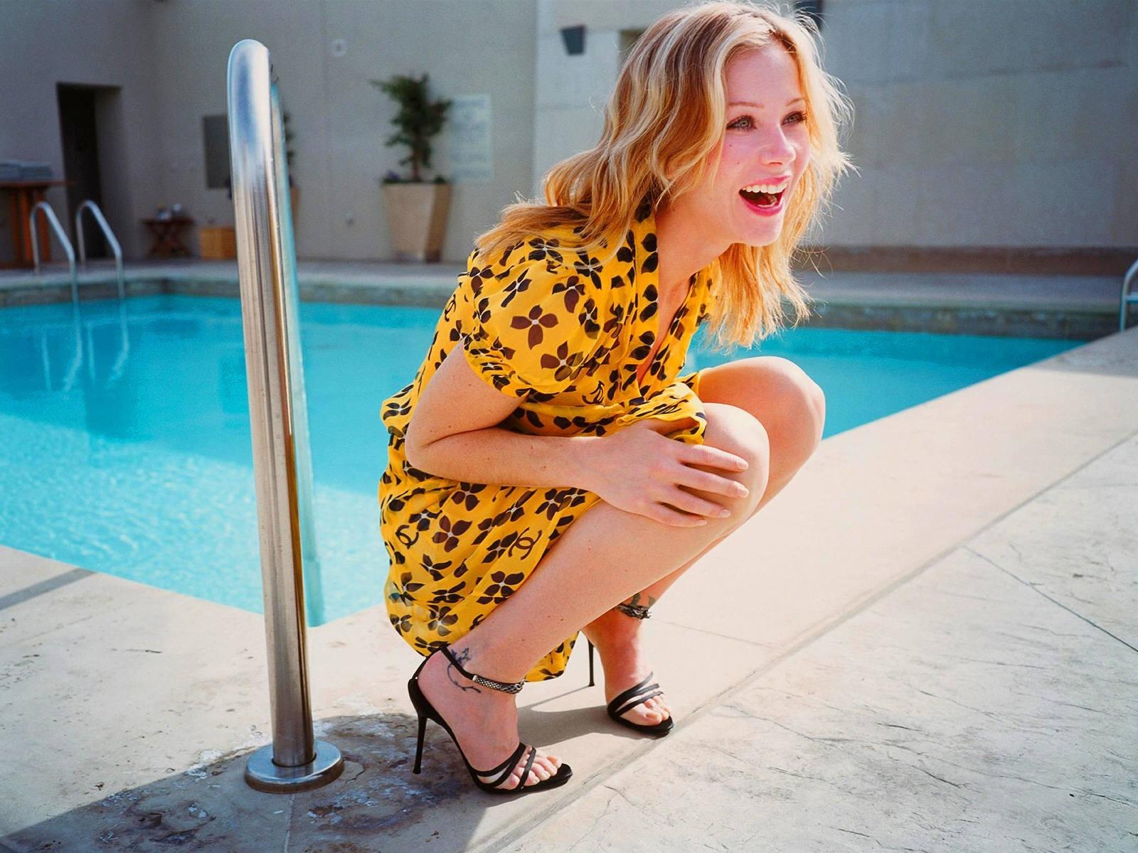 Wallpaper: Christina Applegate a bordo piscina
