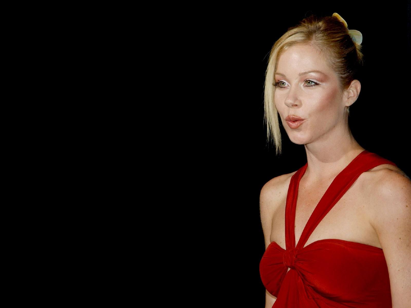 Wallpaper: una sexy Christina Applegate fasciata in un abito rosso