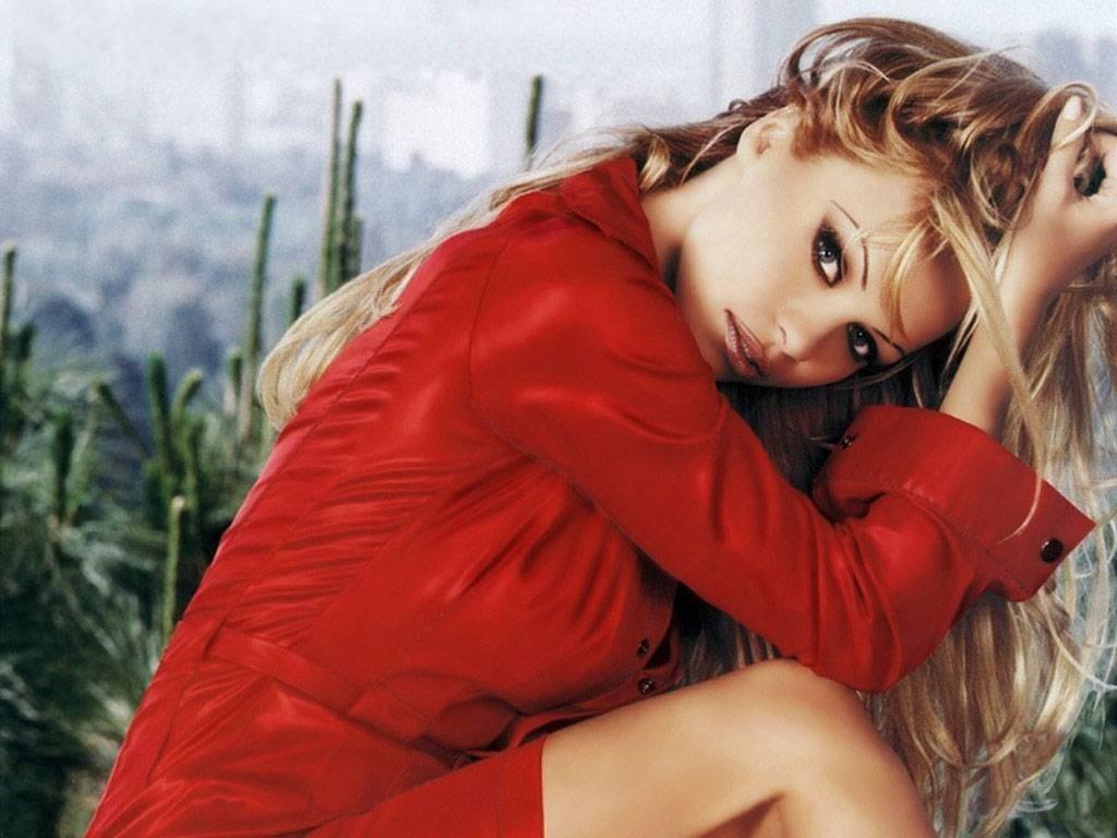 Wallpaper di Pamela Anderson vestita di rosso