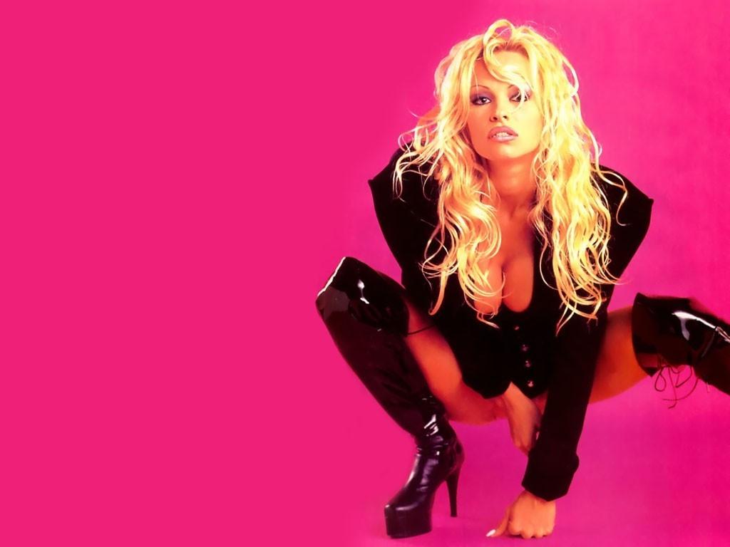 Wallpaper di Pamela Anderson in abito di pelle
