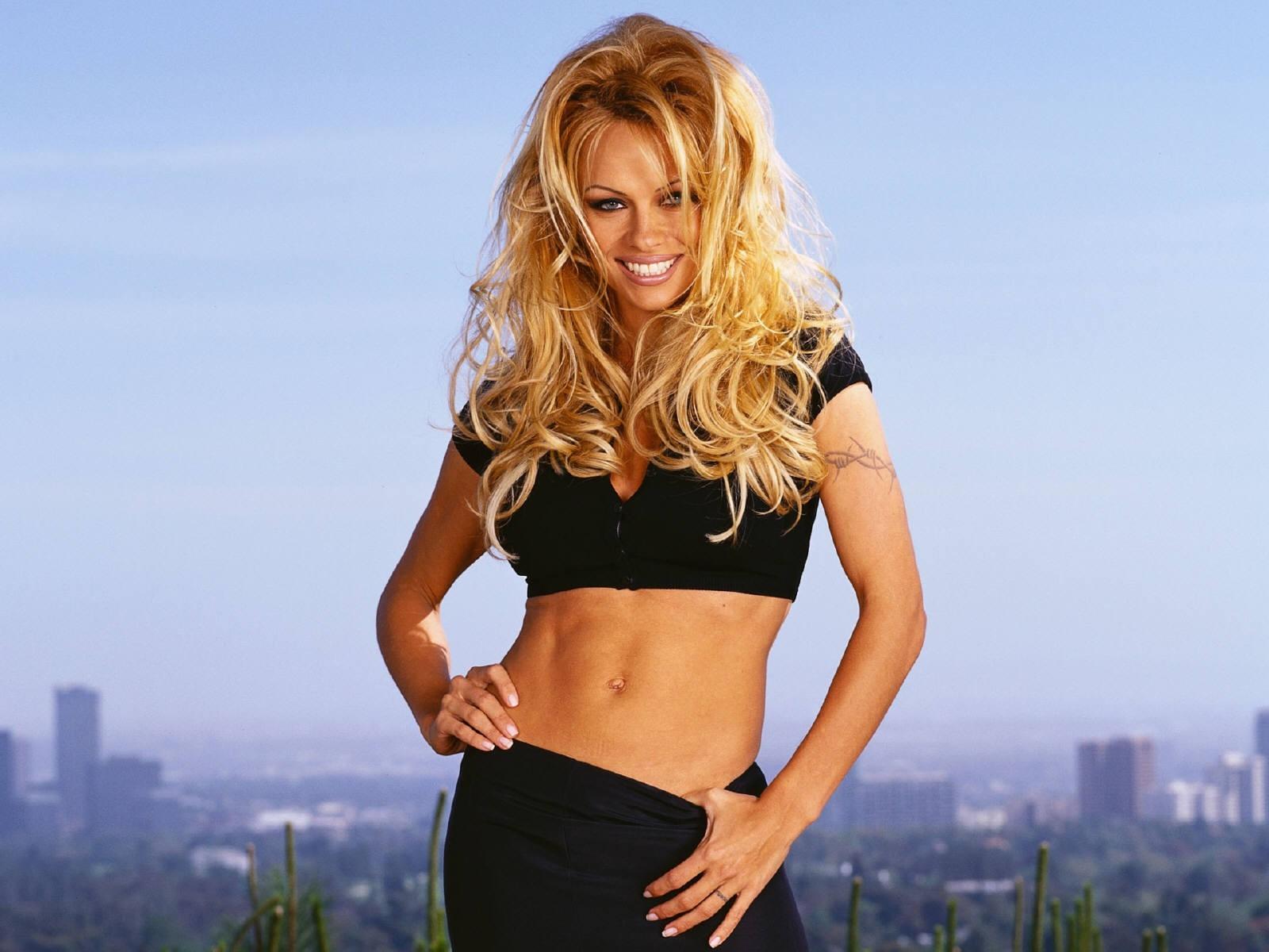Wallpaper di Pamela Anderson bomba sexy dello showbiz americano