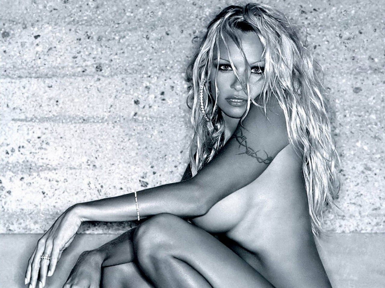 Wallpaper di Pamela Anderson in b/n