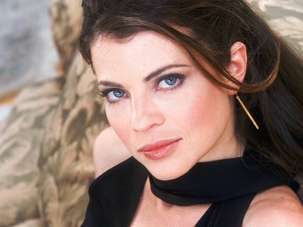Wallpaper di Yasmine Bleeth - 5