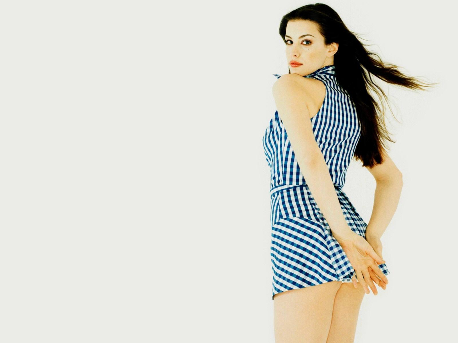 Wallpaper di Liv Tyler in miniabito azzurro
