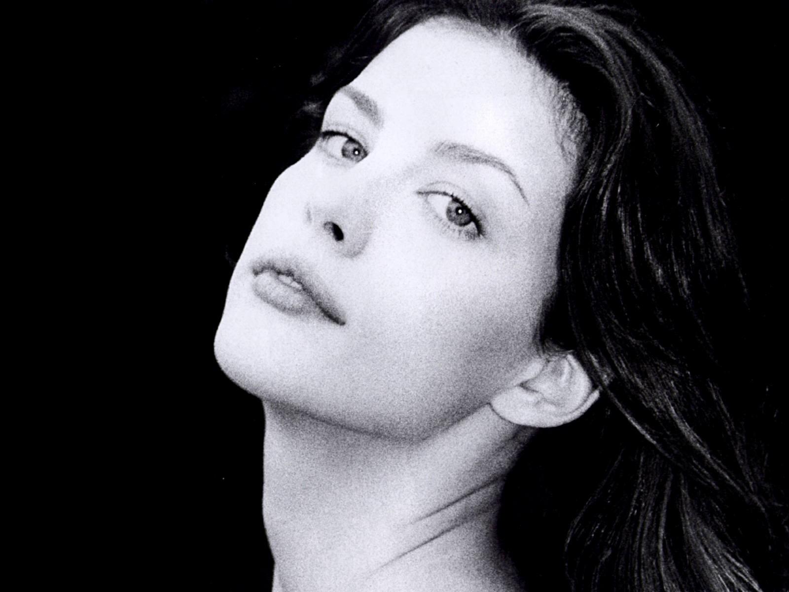 Wallpaper di Liv Tyler con un ritratto in bianco e nero dell'attrice