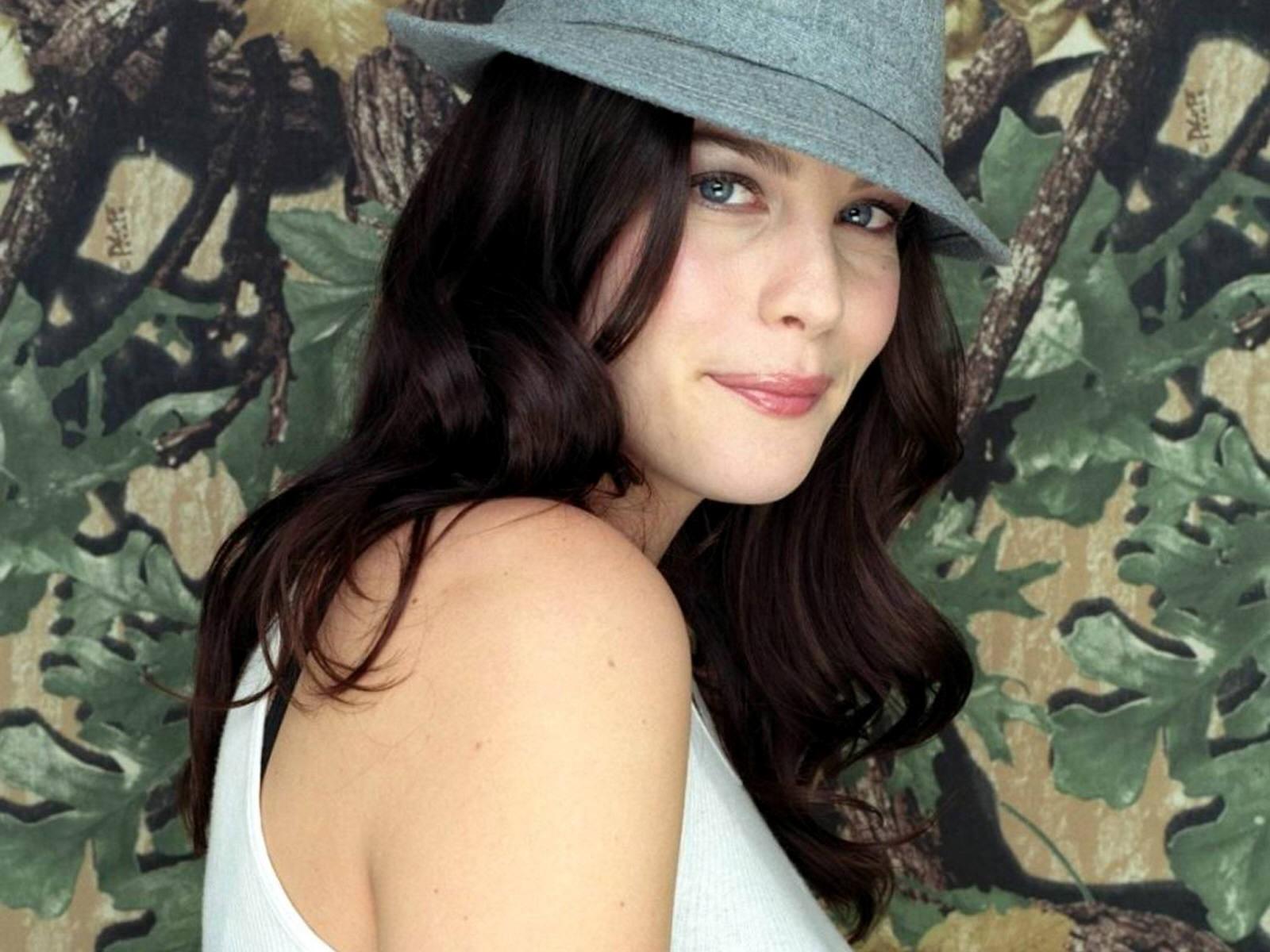 Wallpaper di Liv Tyler, chic con un cappello grigio