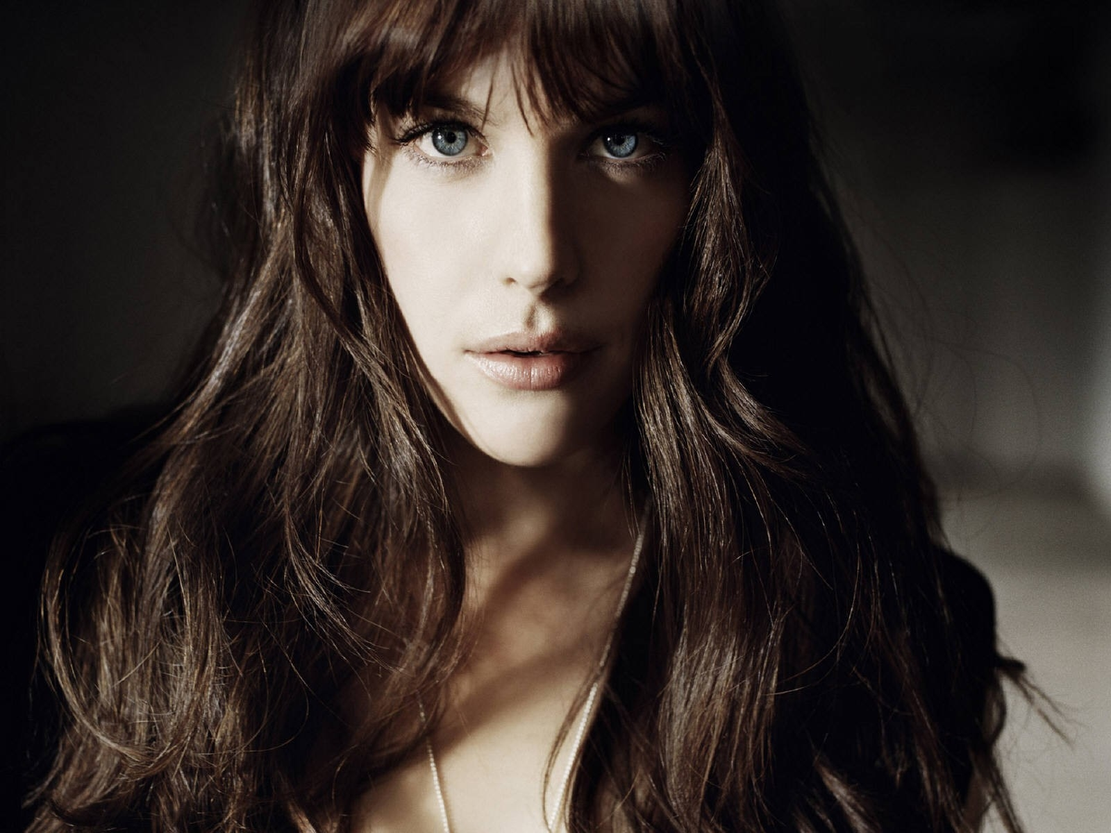 Wallpaper - luce e ombra per Liv Tyler
