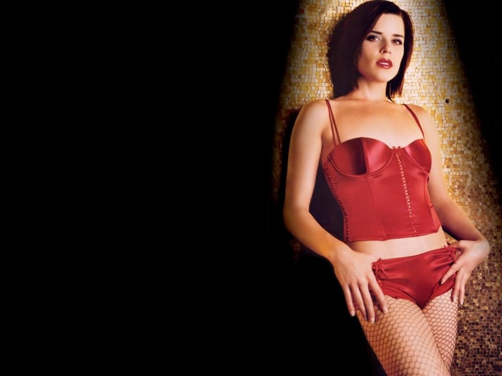 Wallpaper di Neve Campbell in lingerie rossa