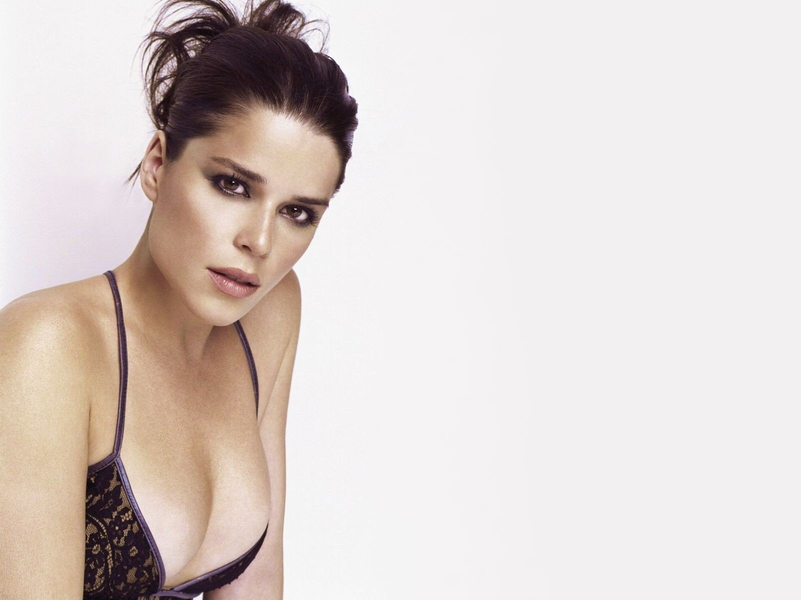 Wallpaper - decolletè da capogiro per Neve Campbell