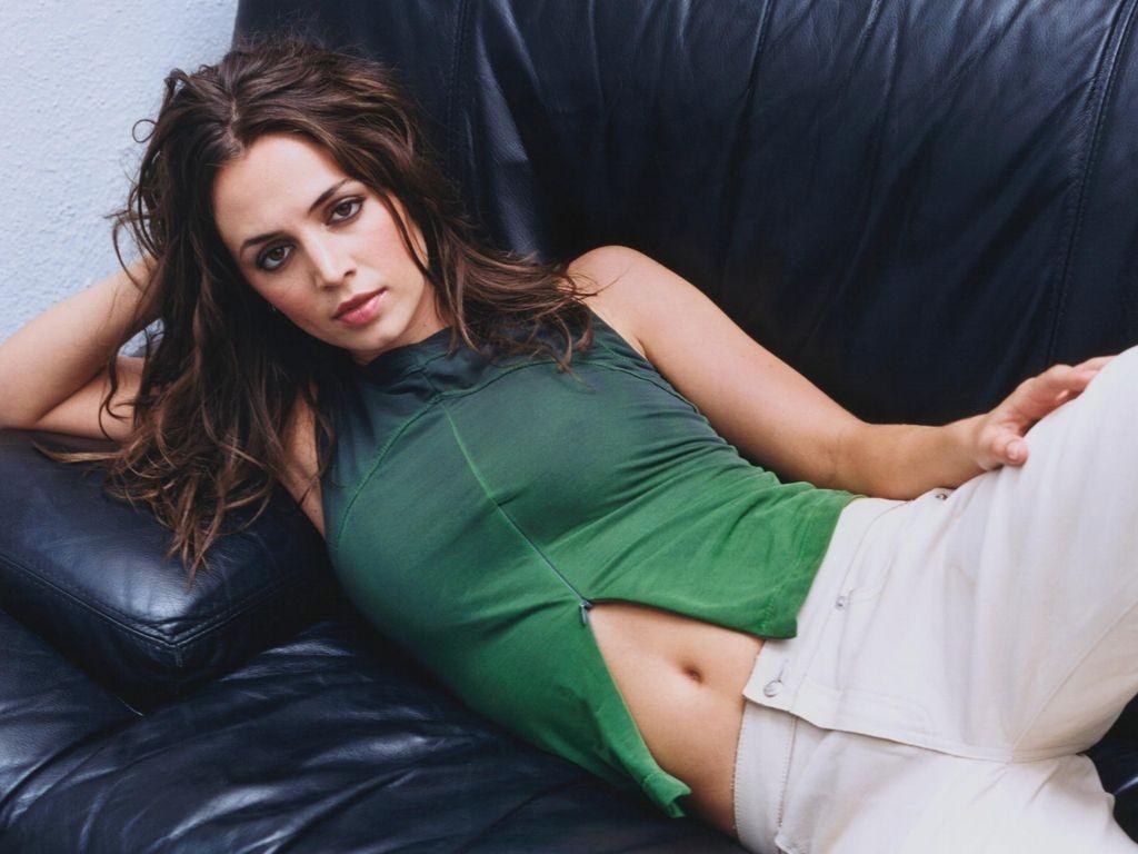 Wallpaper di Eliza Dushku in abito verde