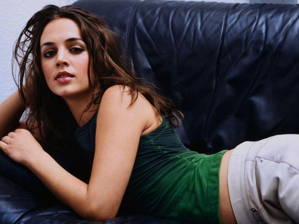 Wallpaper di Eliza Dushku sul divano