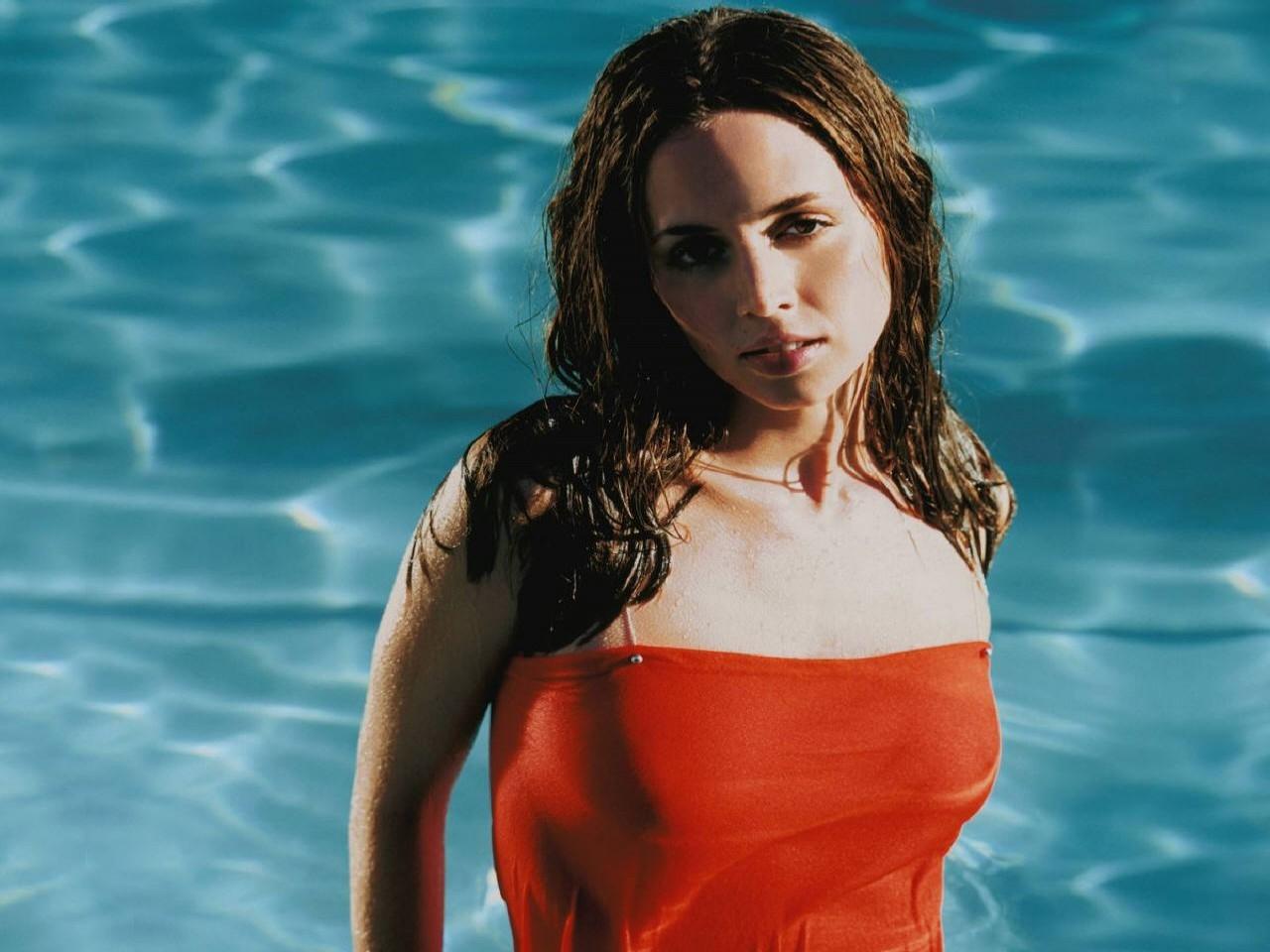 Wallpaper di Eliza Dushku in piscina