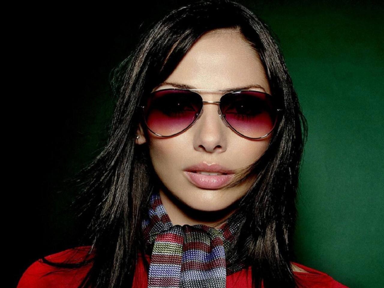 Wallpaper di Natalie Imbruglia con occhiali scuri